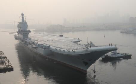 portavion chinez in portul Dalian