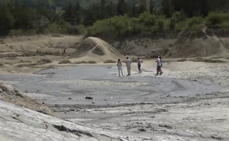 Locul din România care atrage turiștii cu peisajul ca de pe Lună. Există, însă, o problemă majoră