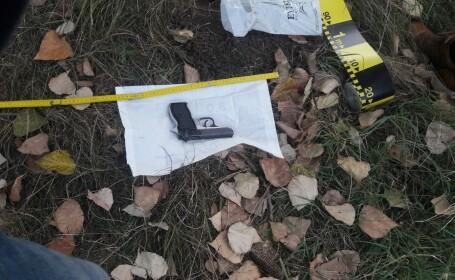 Polițiștii au găsit pistolul furat acum 10 zile de la jandarmi. Unde era ascuns