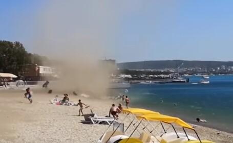 O furtună de nisip a măturat o plajă de pe malul Mării Negre. VIDEO