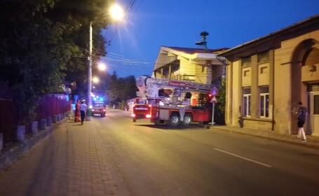 Scene dramatice la Piatra Neamț, unde mai mulți turiști au rămas blocați în telegondolă. VIDEO