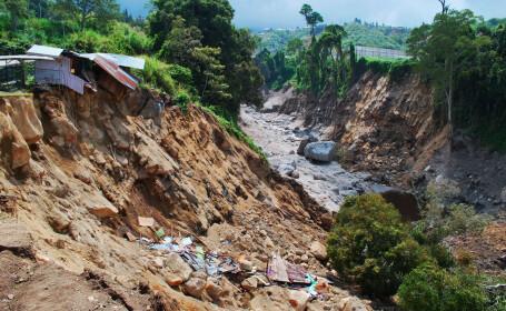 Alunecări de teren în Nepal. Sunt 2 morți și 5 răniți