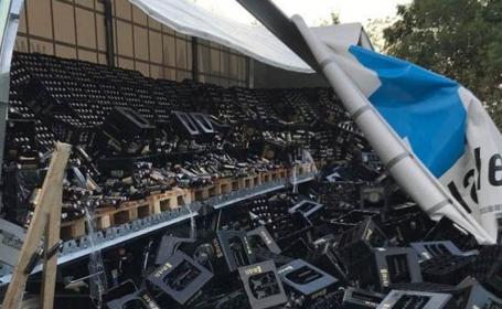 10.000 de sticle de bere au ajuns pe un drum. Greșeala unui șofer de TIR