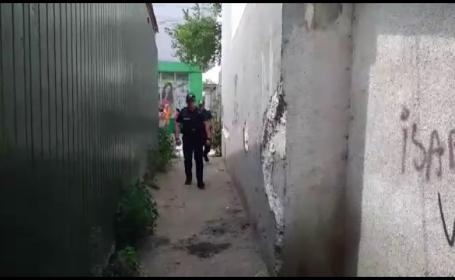 Incident periculos pe litoral: un tânăr mascat şi înarmat a ieşit pe străzi. Reacția poliției