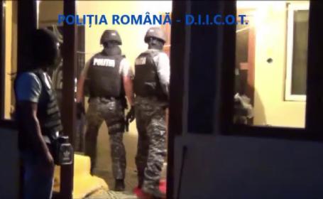 Reţea de traficanţi de droguri, în Târgu Jiu. Ce au găsit poliţiştii în ascunzătoarea lor