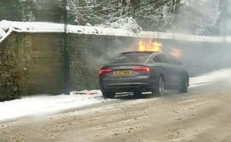 Era să ardă de viu în maşină alături de prietena lui din cauza ţigării electronice