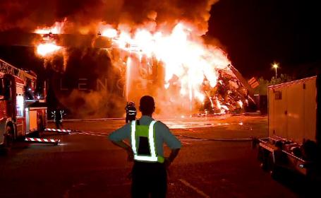 Incendiu devastator în Mamaia. Un popular club de pe litoral a fost cuprins de flăcări