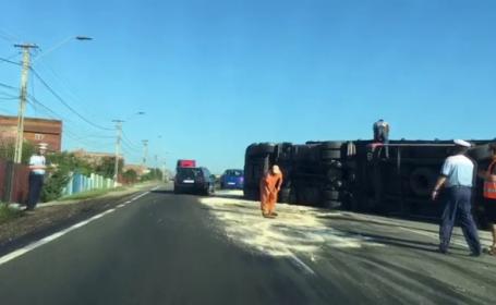S-a răsturnat cu TIR-ul, în drum spre Cluj. Cum a explicat șoferul