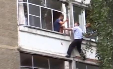 rusia, bebelus, balcon,
