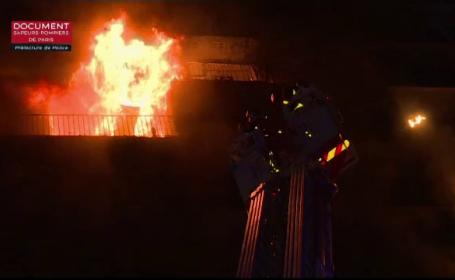 Incendiu violent într-un bloc din Paris. O femeie au murit, doi pompieri au fost răniţi
