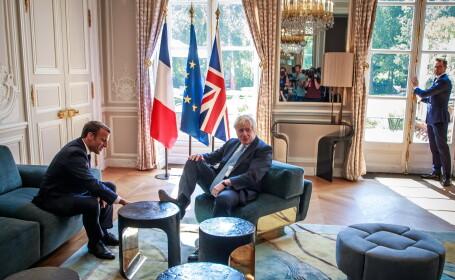 Boris Johnson și-a pus piciorul pe masă, în timpul întâlnirii cu Macron, la Palatul Elysee