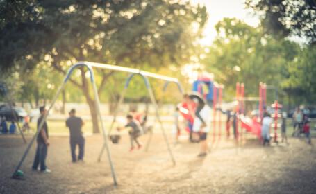 Secretul aflat de o fetiță de 10 ani jucându-se cu alți copii. Poliția o anchetează