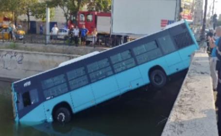 Autobuz STB căzut în Dâmbovița