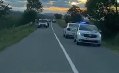 O fetiță de 6 ani a murit, lovită de o mașină. Polițiștii nu știu cum a ajuns copila pe șosea