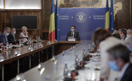 Ședință de Guvern. Pe ordinea de zi, sporuri pentru angajații DSP care contribuie la prevenirea pandemiei