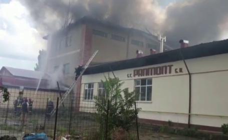 Incendiu puternic la o fabrică de pâine din Piatra Neamț. De la ce ar fi pornit focul