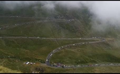 Românii s-au înghesuit la munte să-și facă poze cu peisajele. Avertismentul epidemiologilor