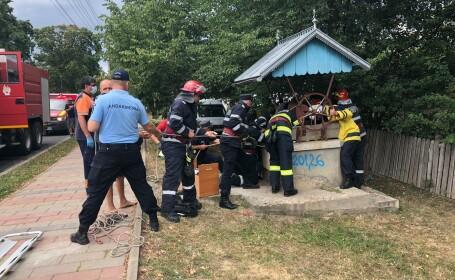 Imagini din timpul salvării miraculoase a unui tânăr căzut într-o fântână adâncă de 22 de metri, în Dorohoi