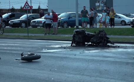 """Polițist rănit și motocicletă în flăcări, după un accident produs de o șoferiță. """"Și-a continuat drumul liniștită"""""""