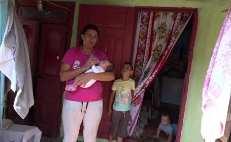 O mamă din Botoșani a ajuns să locuiască cu copiii în gradj. Fostul soț i-ar fi incendiat casa