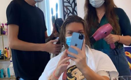 Simona Halep și-a schimbat look-ul. Cum arată după vizita la un salon din București