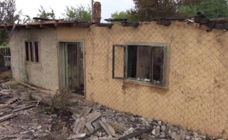 """O casă, mistuită de flăcări în județul Neamț: """"Am auzit pocnind ca artificiile"""""""