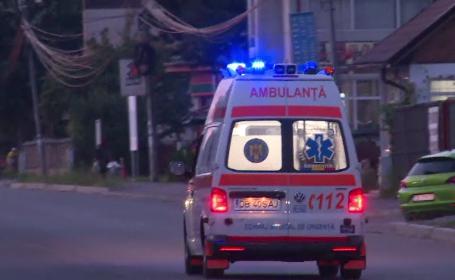 Accident grav în Dâmbovița. Trei persoane au ajuns la spital după ce s-au răsturnat cu mașina