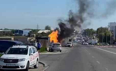 Un muncitor a spart o conductă de gaz și a provocat un incendiu uriaș în Constanța