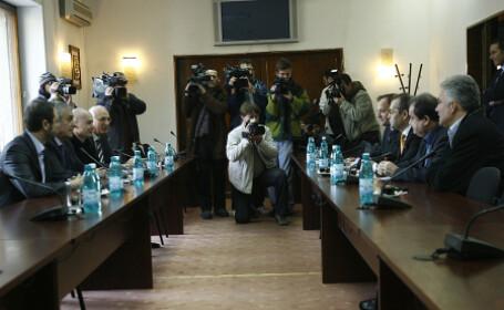 Liderii PDL si PNL au discutat la sediul liberalilor