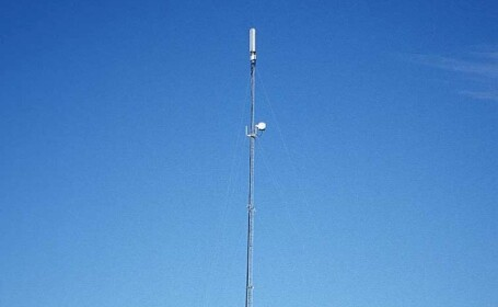 In Buzau, oamenii protesteaza impotriva unei antene de telefonie mobila