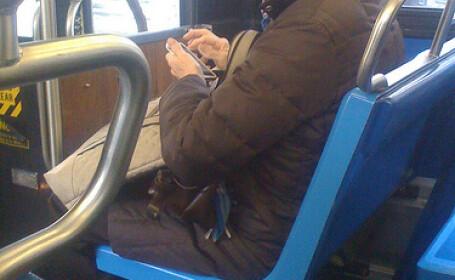 batrana in autobuz
