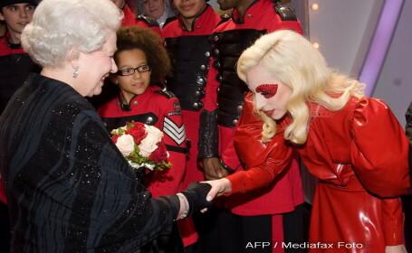 Lady GaGa, regina Elisabeta a II-a