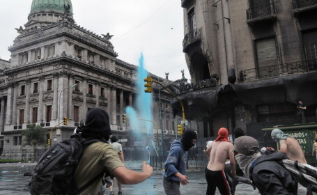 Proteste violente la o universitate din Buenos Aires!