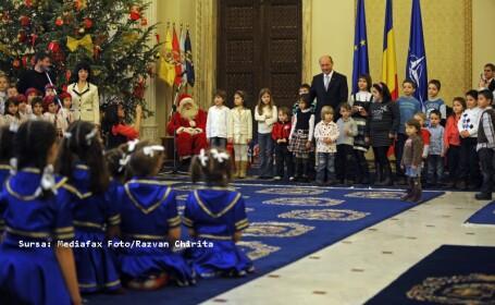 Traian Basescu, dupa ce a fost colindat: Imi doresc cadou un nou Guvern