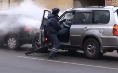 Un sofer face praf 20 de masini si este batut mar! VIDEO SENZATIONAL