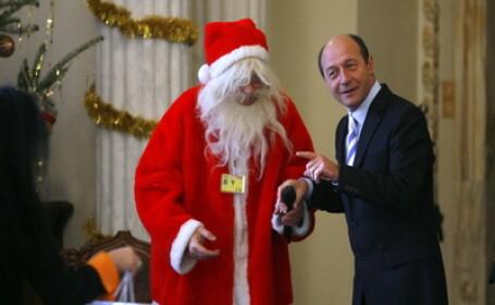 Traian Basescu si Mos Craciun