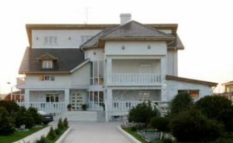 Gigi Becali isi placheaza casa cu salariul pe un an al unui jucator stelist
