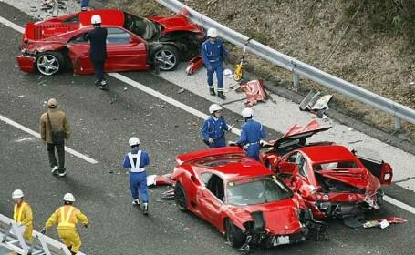 Cel mai costisitor accident inregistrat vreodata. Cum s-au facut praf opt masini Ferrari. VIDEO