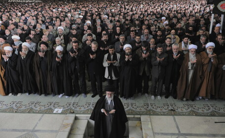 Mahmud Ahmadinejad (in centru)