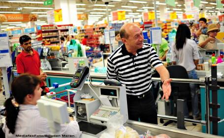 Traian Basescu la cumparaturi