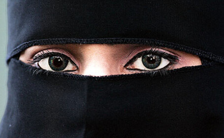 femeie araba