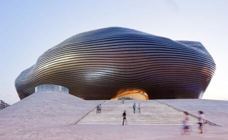 China uimeste din nou. Constructia bizara si costisitoare ridicata intr-un oras pustiu. Galerie FOTO