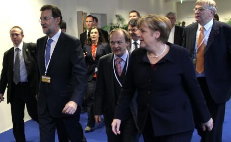 Premierul Spaniei, Mariano Rajoy (S) si cancelarul Germaniei Angela Merkel (D)