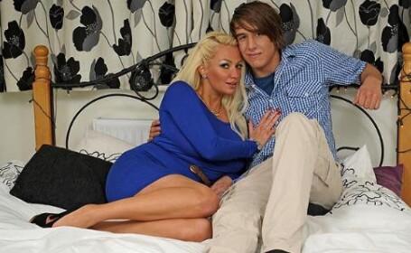 O iubire care starneste controverse in Marea Britanie. Ea, mama, 32 de ani, el, 18 ani si virgin