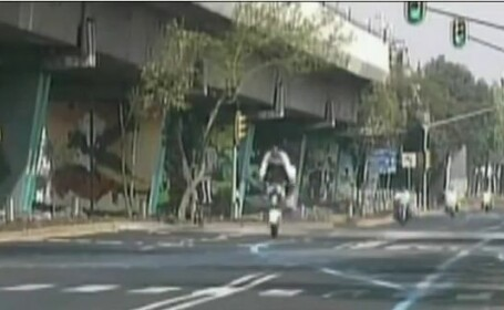 Agent din garda presedintelui Mexicului, ranit grav dupa un accident de motocicleta.VIDEO