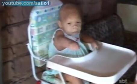 femeie care arata ca un bebelus