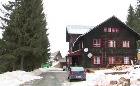 40 de tineri au inchiriat o cabana la Paltinis pe care au transformat-o in buncar anti-\