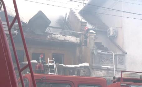 Fosta vila a lui Mihail Sadoveanu, distrusa de flacari. De cativa ani era ocupata de oamenii strazii