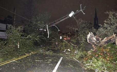 Sudul Statelor Unite, maturat de tornade si ninsori puternice. Sute de curse aeriene au fost anulate