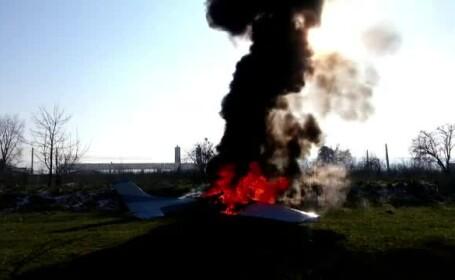 Momentul in care un avion ultrausor a luat foc in timpul decolarii, la Targu Mures